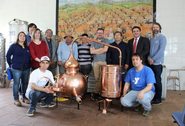 Entregan equipamiento y capacitan a agricultores de Rahuil en destilación  de vinos